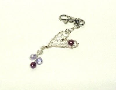 How to make a wire charm. Heart Tag - Step 7