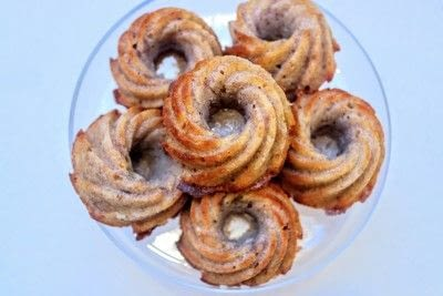 How to bake a bundt cake. Toffee Nut & Banana Bundt Cakes - Step 8