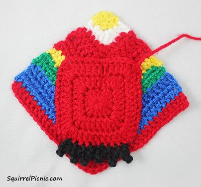 How to make a parrot plushie. Parrot Origami-Inspired Amigurumi - Step 7