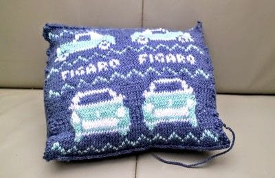 How to stitch a knit or crochet cushion. Figaro Knit Cushions - Step 2