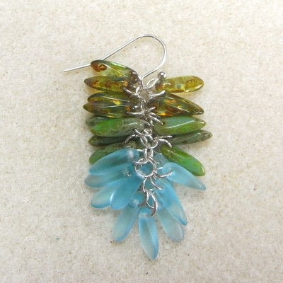How to make a dangle earring. Dangling Cluster Earrings - Step 8