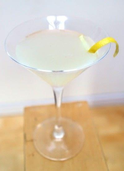 How to mix a lemon martini. Lemon & Thyme Martini - Step 5