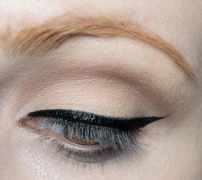How to create a pin-up makeup look. Pin Up Look With Kat Von D.  - Step 5