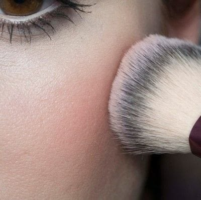 How to create a pin-up makeup look. Pin Up Look With Kat Von D.  - Step 9