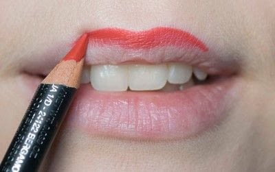 How to create a pin-up makeup look. Pin Up Look With Kat Von D.  - Step 10