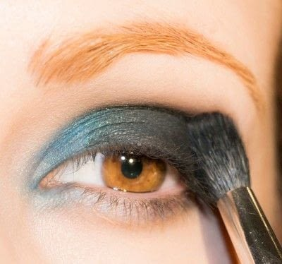 How to create a smokey eye. Depths Of The Sea - Step 4