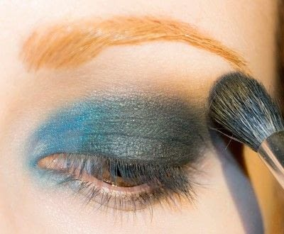 How to create a smokey eye. Depths Of The Sea - Step 5