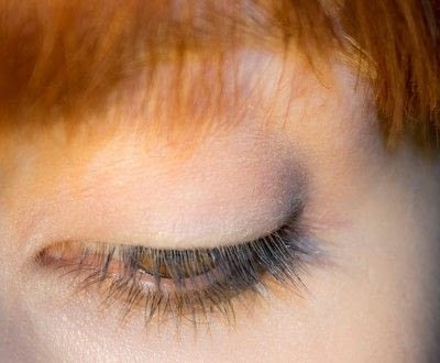 How to create a bold eyeliner look. Rock Messy Look - Step 1