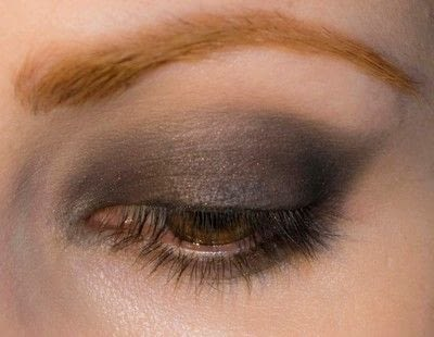 How to create a bold eyeliner look. Rock Messy Look - Step 3