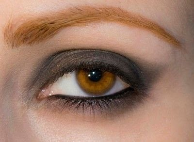 How to create a bold eyeliner look. Rock Messy Look - Step 4