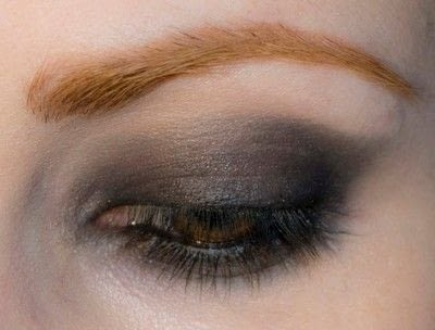 How to create a bold eyeliner look. Rock Messy Look - Step 6
