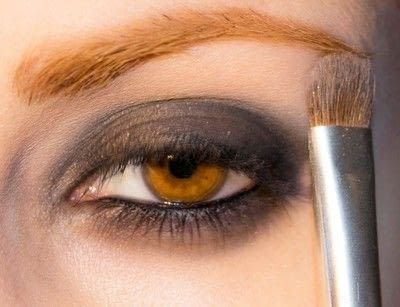 How to create a bold eyeliner look. Rock Messy Look - Step 7
