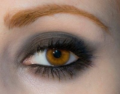 How to create a bold eyeliner look. Rock Messy Look - Step 8
