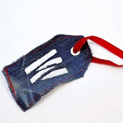 How to make a gift tag. Denim Gift Tag - Step 5