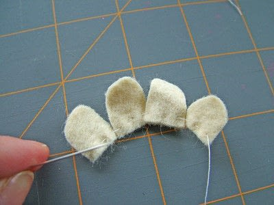 How to sew a fabric flower charm. Small Felt Flowers - Step 3