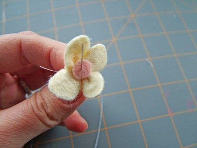 How to sew a fabric flower charm. Small Felt Flowers - Step 5