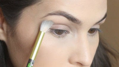 How to create a smokey eye. Jennifer Lawrence Makeover Part 1 - Step 2