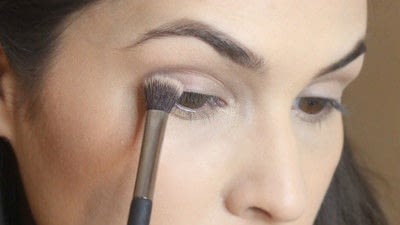 How to create a smokey eye. Jennifer Lawrence Makeover Part 1 - Step 4