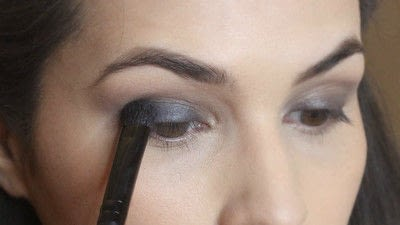 How to create a smokey eye. Jennifer Lawrence Makeover Part 1 - Step 8