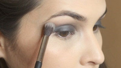 How to create a smokey eye. Jennifer Lawrence Makeover Part 1 - Step 9