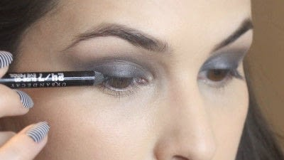 How to create a smokey eye. Jennifer Lawrence Makeover Part 1 - Step 10