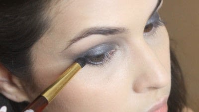 How to create a smokey eye. Jennifer Lawrence Makeover Part 1 - Step 12