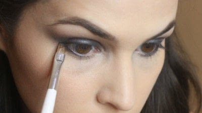How to create a smokey eye. Jennifer Lawrence Makeover Part 1 - Step 14