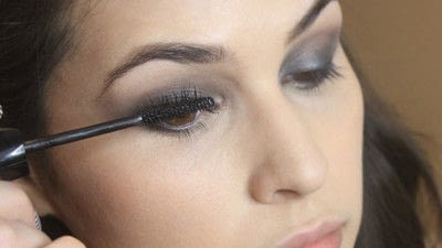 How to create a smokey eye. Jennifer Lawrence Makeover Part 1 - Step 15