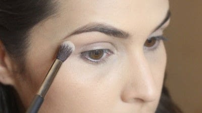 How to create a smokey eye. Jennifer Lawrence Makeover Part 2 - Step 2