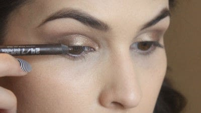 How to create a smokey eye. Jennifer Lawrence Makeover Part 2 - Step 11