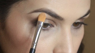 How to create a smokey eye. Jennifer Lawrence Makeover Part 2 - Step 20
