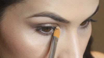 How to create a smokey eye. Jennifer Lawrence Makeover Part 2 - Step 21