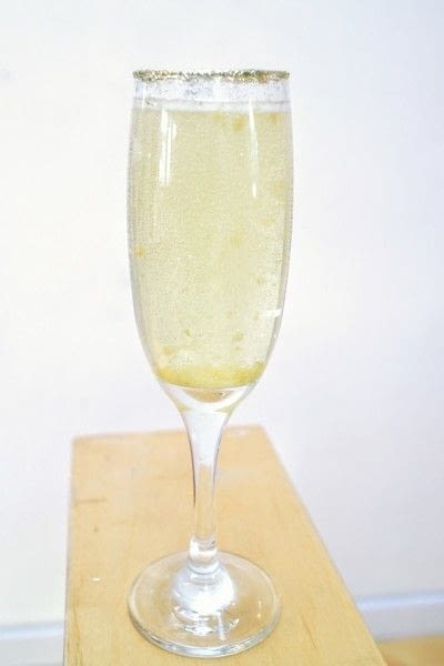 How to mix a champagne cocktail. Sparkle Mimosa - Step 6