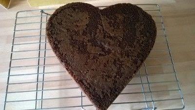 How to bake a chocolate cake. Valentines Cake - Step 7