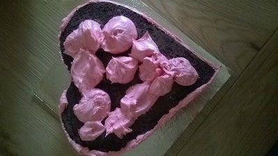How to bake a chocolate cake. Valentines Cake - Step 9