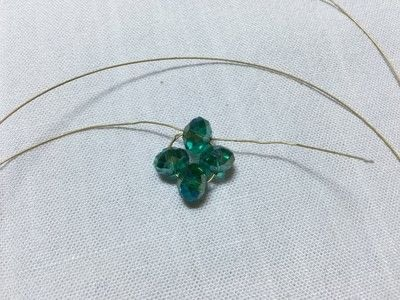 How to make a charms. Clover Charm - Step 3