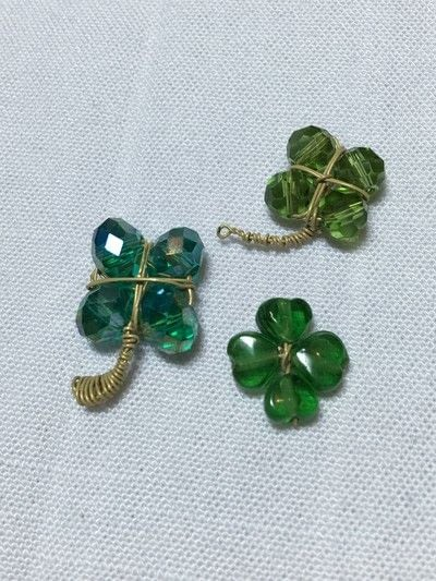 How to make a charms. Clover Charm - Step 5