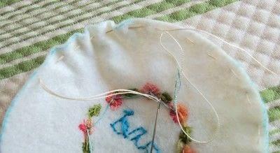 How to make a pin cushions. Mini Hoop Pin Cushion - Step 3