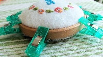 How to make a pin cushions. Mini Hoop Pin Cushion - Step 6