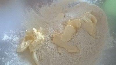 How to bake a cake. Pistachio & Amoretti Cake - Step 1