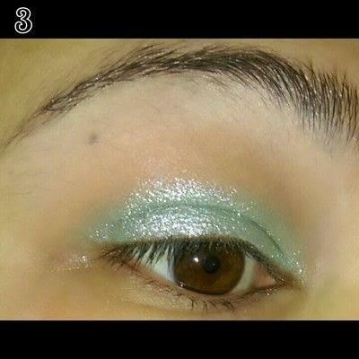 How to create a glitter eye. Mint Chocolate Chip Eye Makeup - Step 3