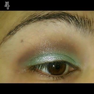 How to create a glitter eye. Mint Chocolate Chip Eye Makeup - Step 4