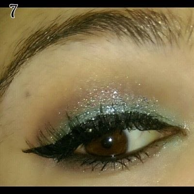 How to create a glitter eye. Mint Chocolate Chip Eye Makeup - Step 7