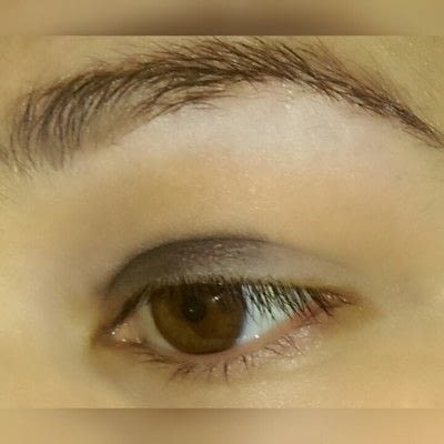How to create a graphic liner look. Graphic Liner With Glitter - Step 1