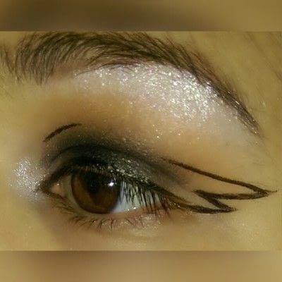 How to create a graphic liner look. Graphic Liner With Glitter - Step 3