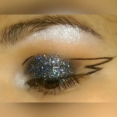 How to create a graphic liner look. Graphic Liner With Glitter - Step 4