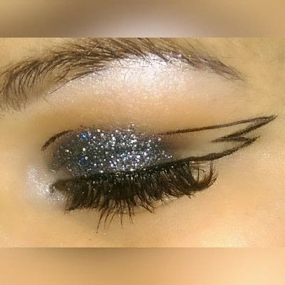 How to create a graphic liner look. Graphic Liner With Glitter - Step 5