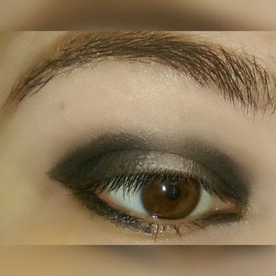 How to create a two toned eye makeup look. 2 Toned Glitter Eye Look - Step 2