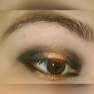 How to create a two toned eye makeup look. 2 Toned Glitter Eye Look - Step 3