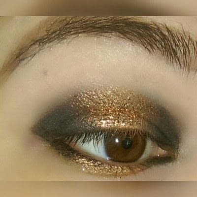 How to create a two toned eye makeup look. 2 Toned Glitter Eye Look - Step 4